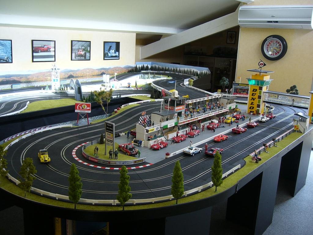 red label scalextric 124 public accueil circuits routiers. Black Bedroom Furniture Sets. Home Design Ideas